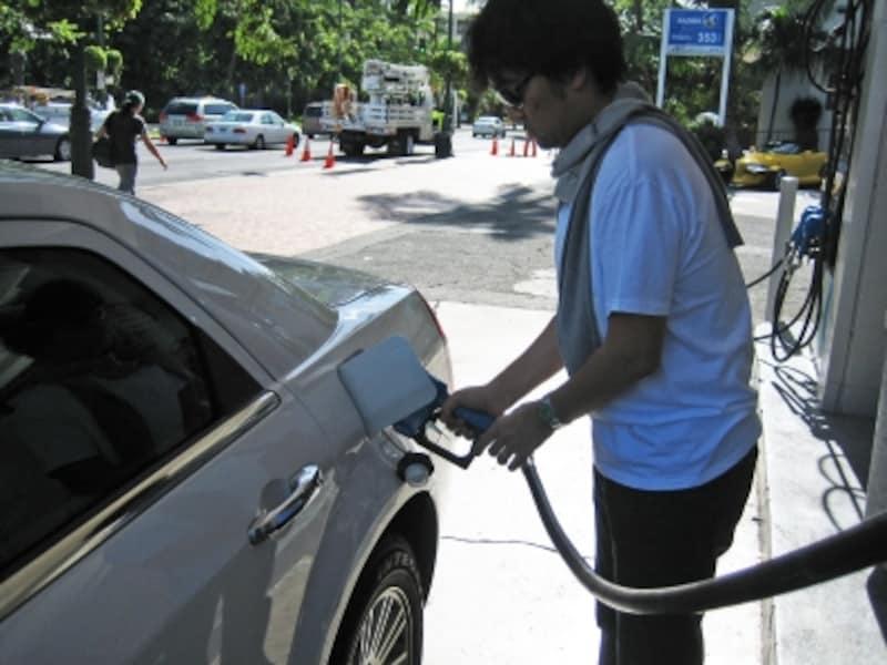 給油後は、給油口の閉め忘れがないよう注意