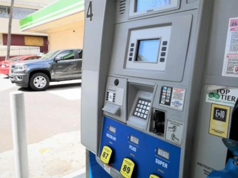 無鉛ガソリンは3種類あるが、レンタカーには一番安いレギュラーでOK
