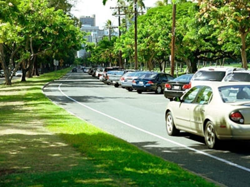ワイキキ東端、カピオラニ公園前に並んだパーキングメーター