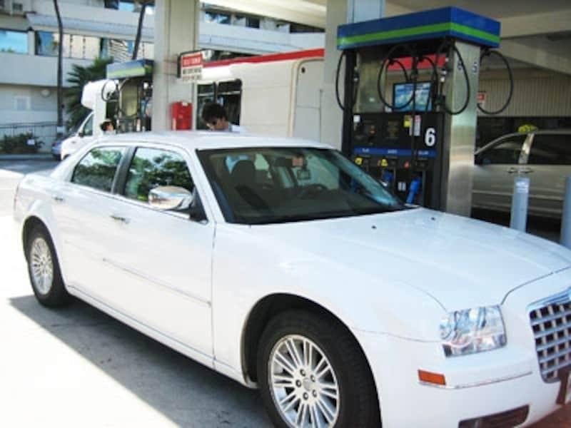 ハワイの駐車場事情・ワイキキの駐車場ガソリンスタンドの利用方法