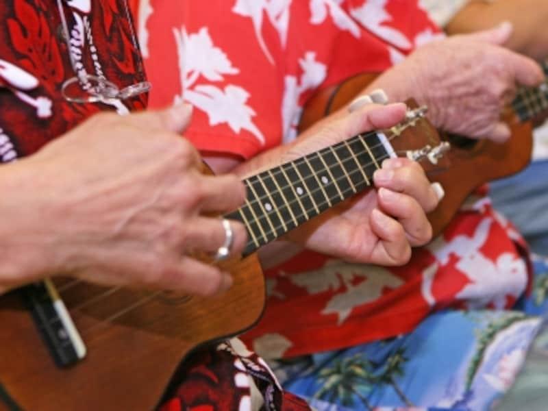 簡単なコードを使ったハワイアンソングを覚えるウクレレレッスン