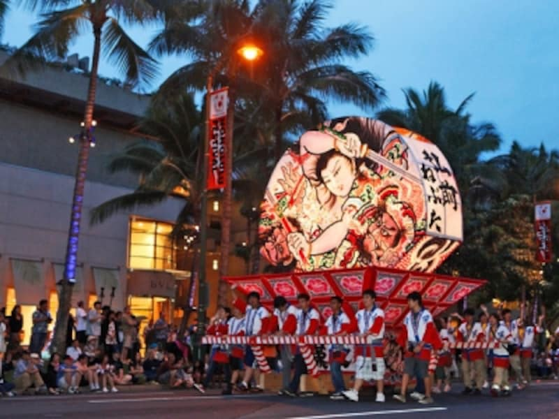 青森・弘前のねぷたをはじめ、日本の祭りがカラカウア通りを練り歩くホノルル・フェスティバル(写真協力:ホノルルフェスティバル)