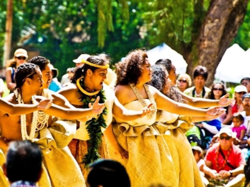 フラや人気ミュージシャンのライブも楽しめる(写真提供:HawaiiTourismAuthority(HTA)/TorJohnson)