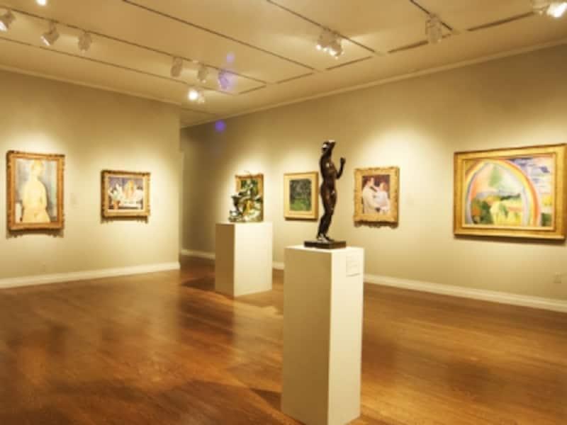 世界各国から集められた美術品は、国や地域によって分けられて展示