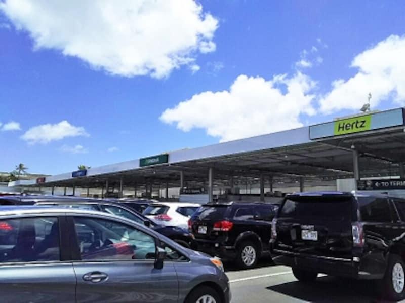 ダニエル・K・イノウエ国際空港向かいにあるカーレンタルセンター