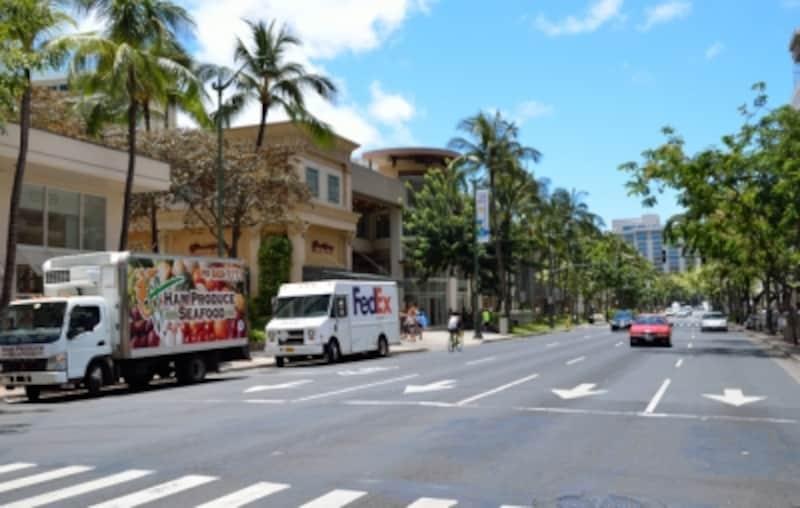 ワイキキは一方通行が多い。滞在ホテル周辺の道路事情を調べておこう