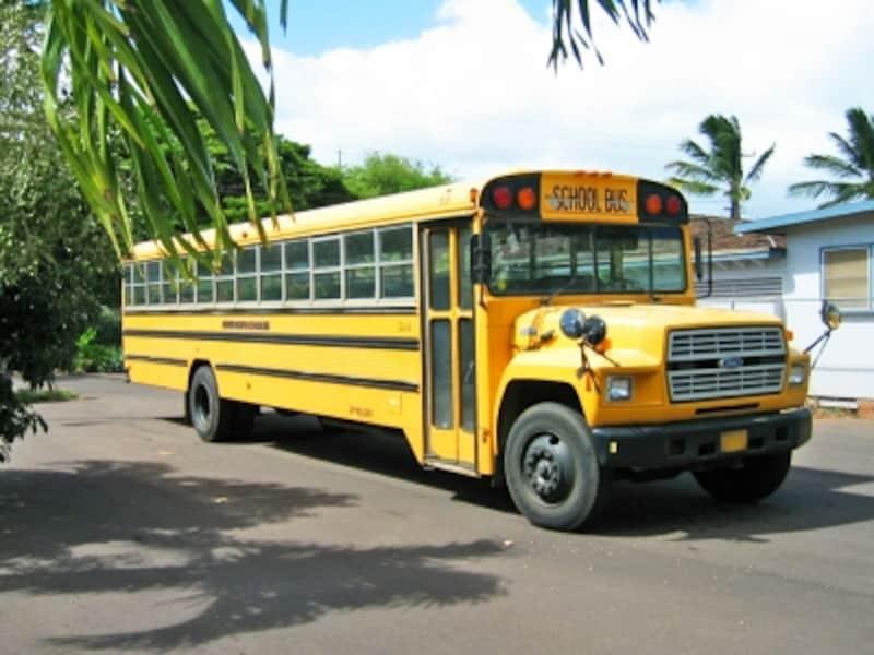 通学時間帯はスクールバスに注意