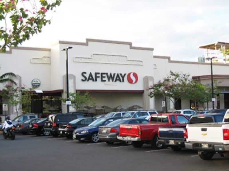 スーパーの駐車場に子供を残して買い物……というのも禁止です
