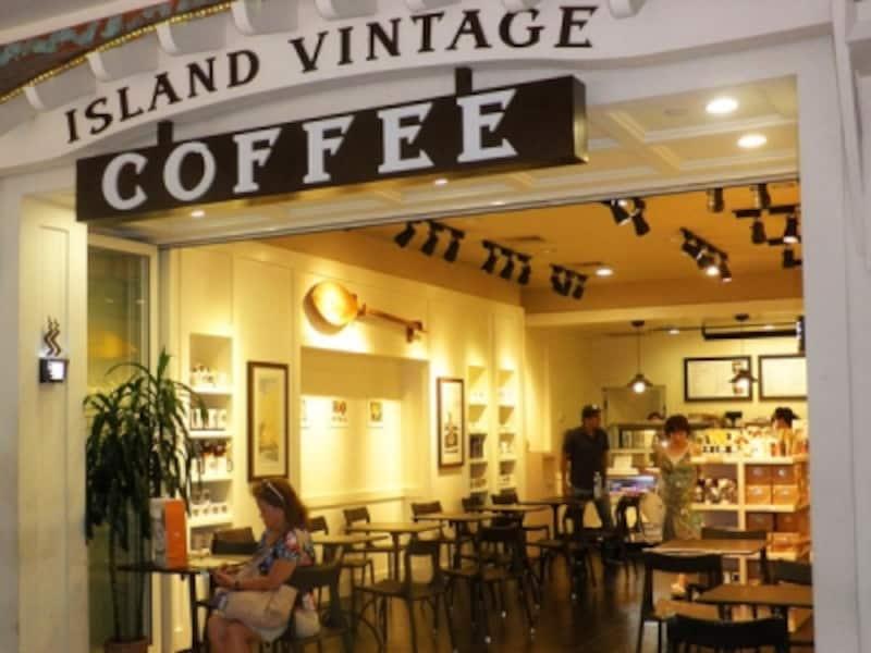 コナコーヒーが手軽に試せる小袋入りやコナコーヒーのキャンディ、コーヒー豆を包んだチョコレートなども販売。お土産探しにも