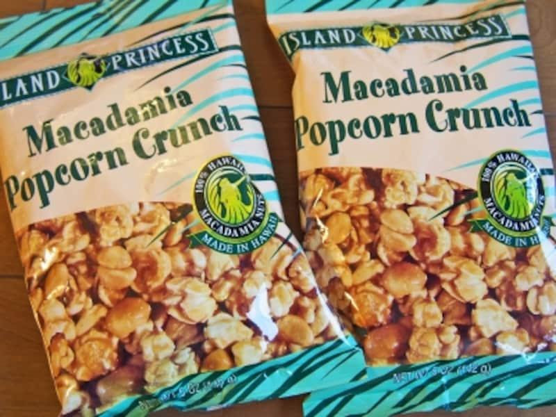 濃厚なキャラメル味が後をひくアイランドプリンス社のマカダミアナッツ入りキャラメルポップコーン(約3ドル)