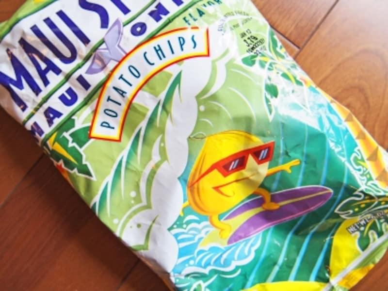 マウイ島の甘い玉ねぎとガーリックの旨みたっぷりのポテチは、小袋で2ドル弱