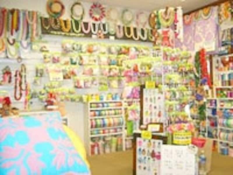 店内ではキルトのパターンやキット、完成品も販売