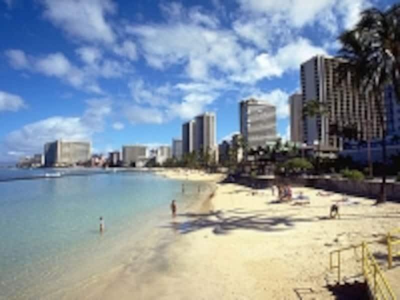 浅く穏やかなビーチとしてファミリーに人気のクヒオビーチ