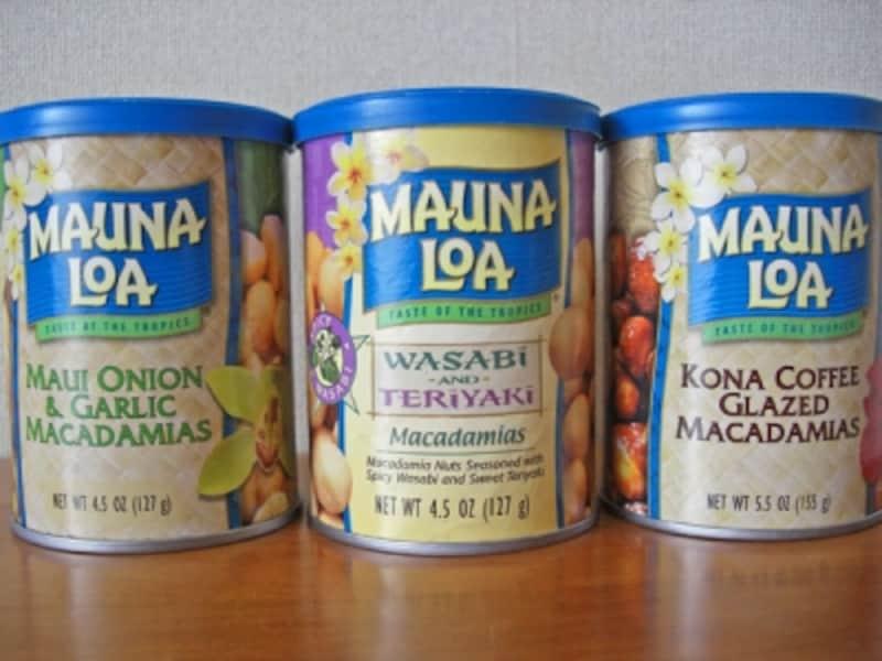 マウイオニオン&ガーリック(左)、ワサビ&テリヤキ(中央)、コーヒーキャンディで包んだコナコーヒー・グレーズ(右)のほか、たくさんのフレーバーが楽しめるマウナロアのマカダミアナッツ