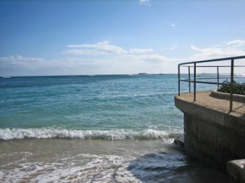打ち寄せる波は、真水と海水が混じった聖なる水