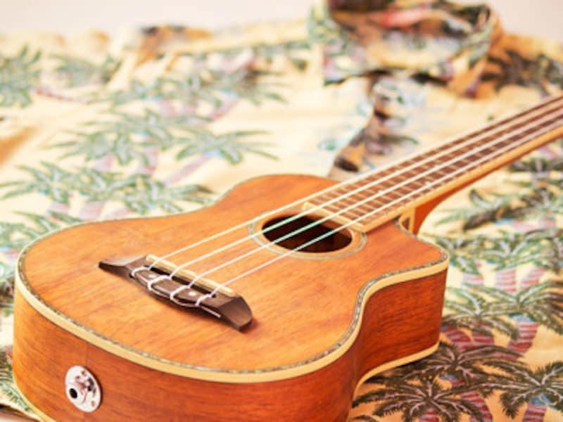ウクレレは4弦。癒し効果抜群の優しい音色