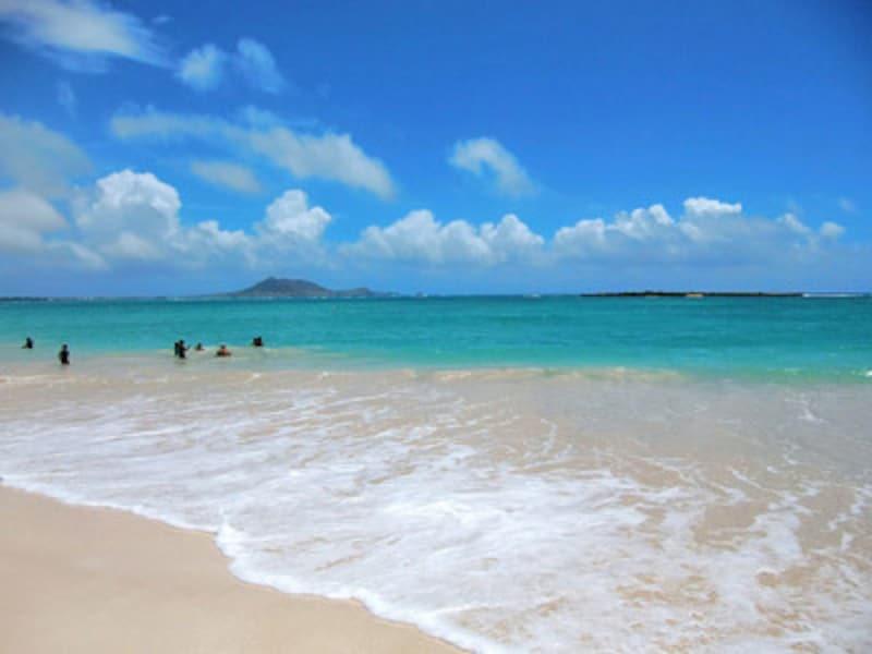 エメラルドグリーンの海と美しい砂浜が続く全米No.1ビーチ、カイルアビーチ