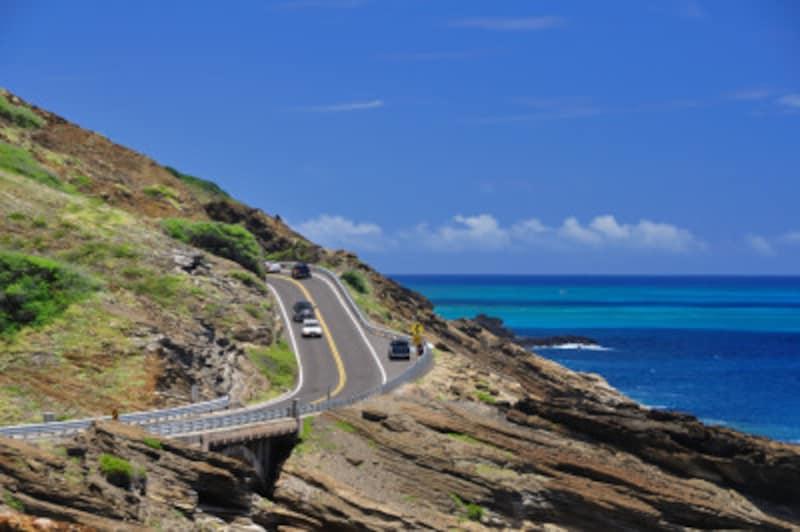 美しいビーチが連なる東海岸のハイウェイは、絶景ドライブコース
