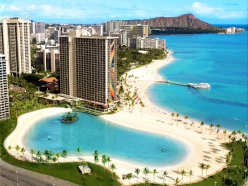 ワイキキビーチとは、3キロに連なるビーチの総称。その西のスタートがデューク・カハナモク・ビーチ&ラグーン