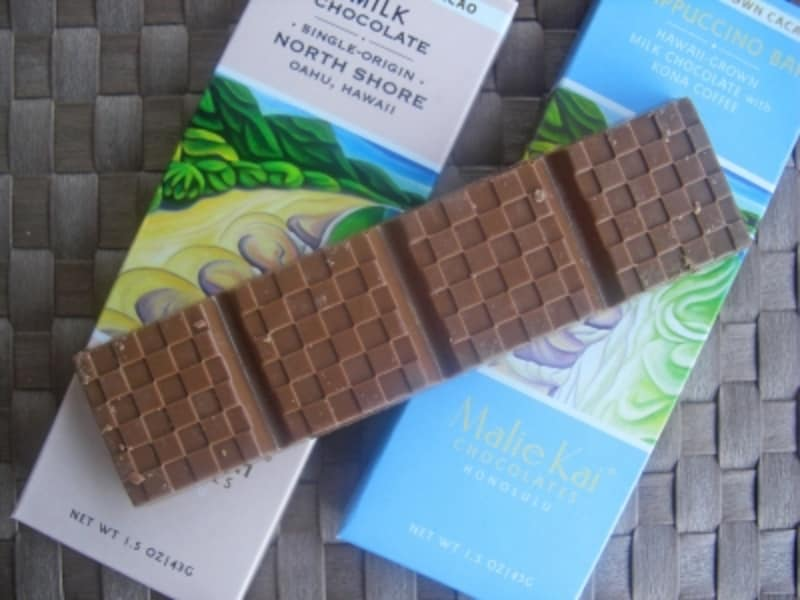 KCC朝市からスタートし、現在はロイヤル・ハワイアン・センターに店舗を構えるマリエカイ。丁寧に作られたチョコレートバーは100%メイドインハワイ