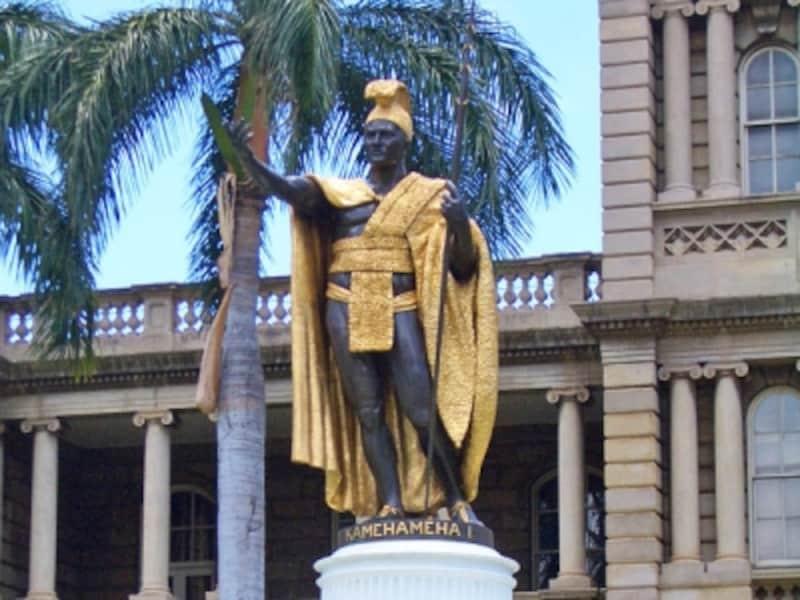 ハワイのシンボル、ダウンタウンに建つカメハメハ大王像