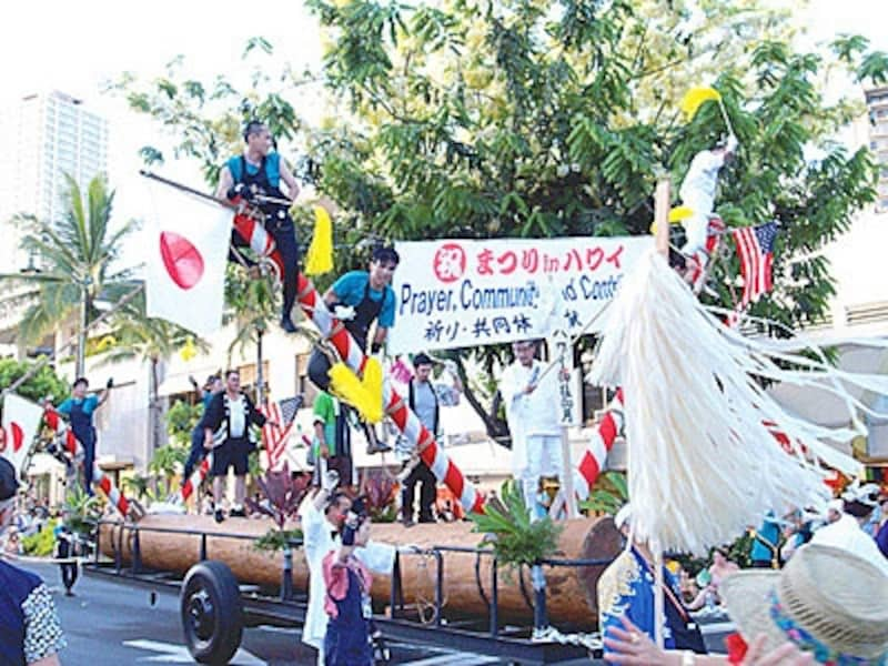 日本、ハワイ、韓国、アメリカ本土の団体も参加する大パレードは必見
