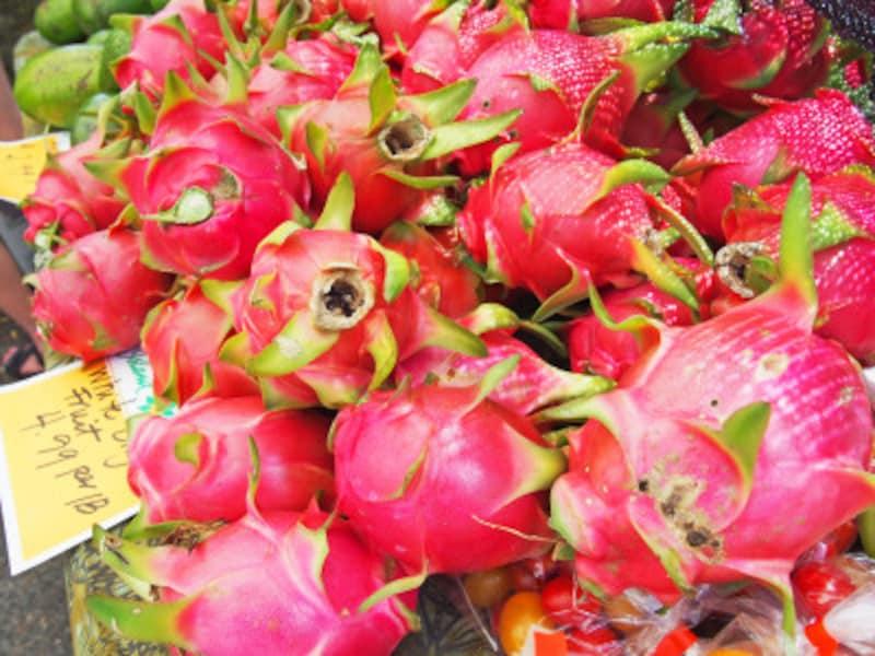 果肉は、白とショッキングピンクの2種類ある