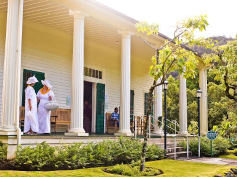 ヌウアヌ渓谷にある、エマ王妃が過ごした夏の離宮で開催