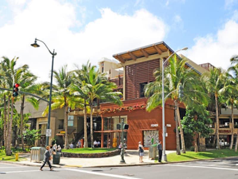 ロイヤル・ハワイアン・センターをはじめ、ワイキキのショッピングスポット&レストランは、元旦も営業