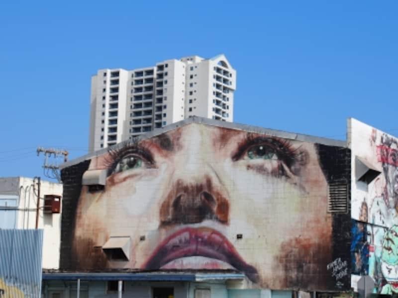 アートの街として注目されているカカアコ