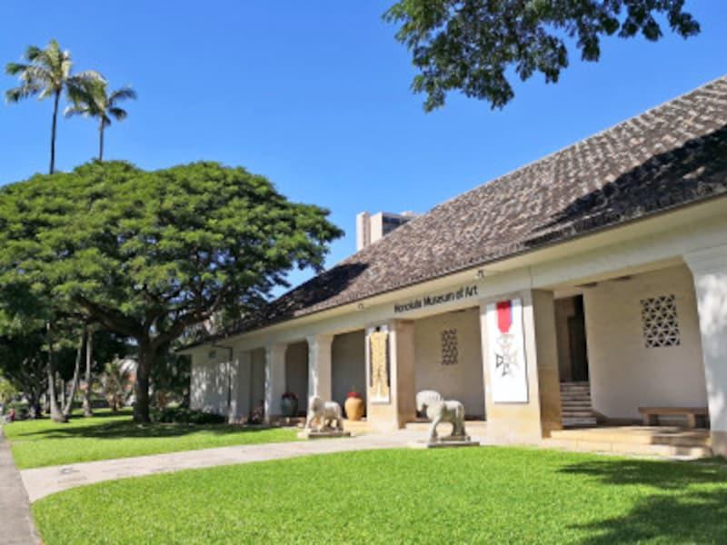 西洋と東洋の美術品3万4000点以上を収蔵するハワイ最大の美術館