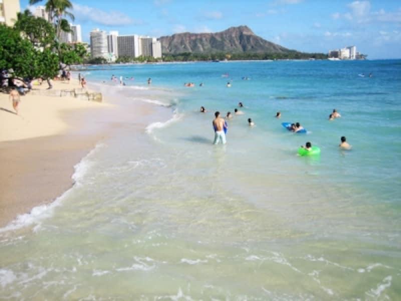 満潮時には砂浜がなくなってしまうハレクラニ前のグレイズ・ビーチ。癒しのパワースポットとしても知られている