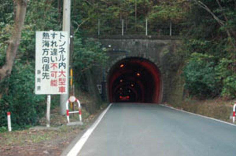 旧道のトンネル