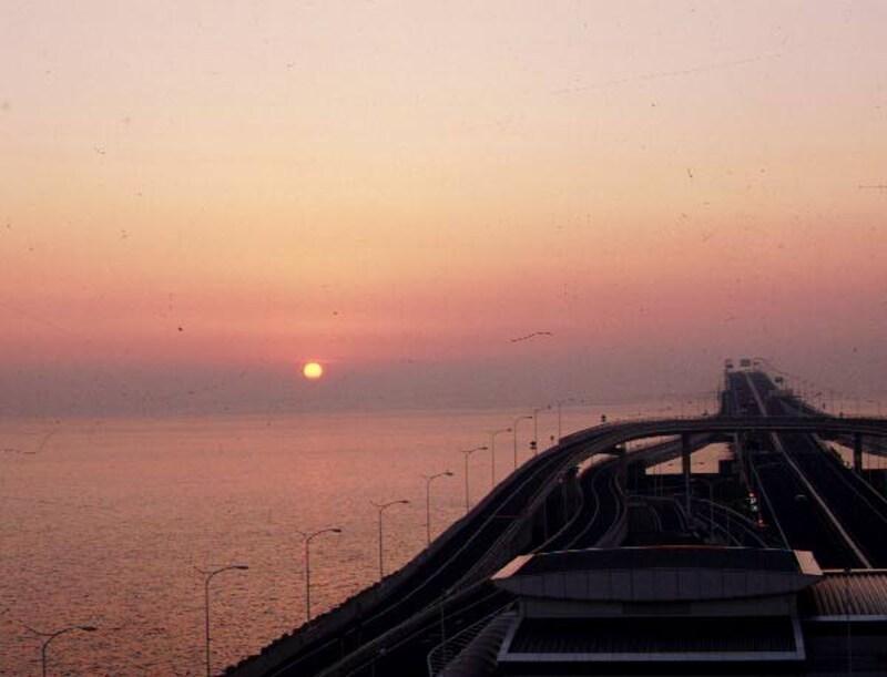 海ほたるの朝日