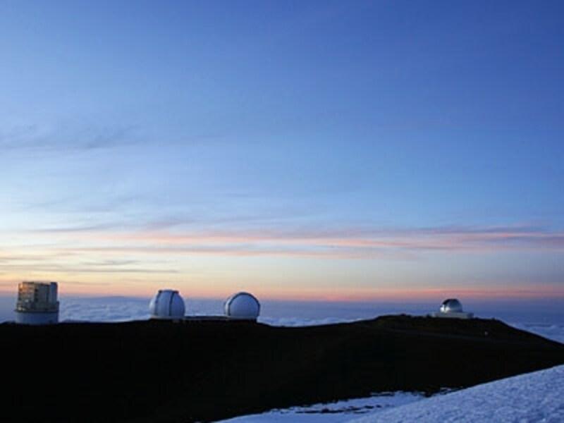 世界の天体観測所が集まるハワイ島マウナ・ケア山頂。マウナ・ケアとは白い(kea)山(mauna)の意味