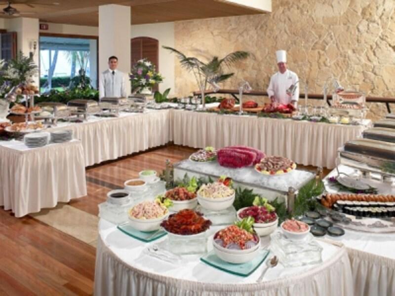 オアフ島No.1のサンデーブランチが楽しめるハレクラニ「オーキッズ」。ブッフェ式の食事なら子供連れでも安心
