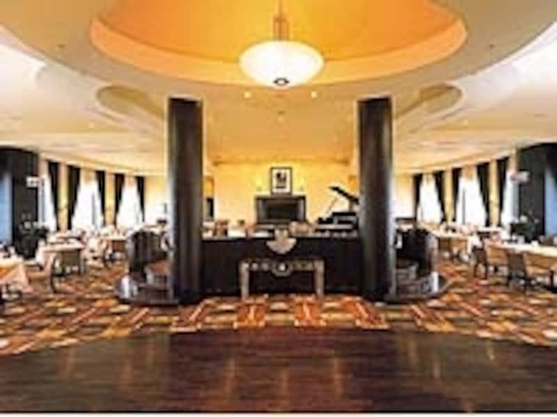 「スカイレストラン&バーundefinedスターゲート」もその名の通り眺望抜群。昼食1800円~、夕食3500円~と意外とお値打ち