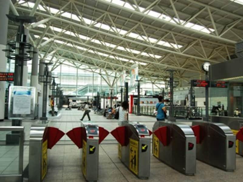 高鐵左営駅
