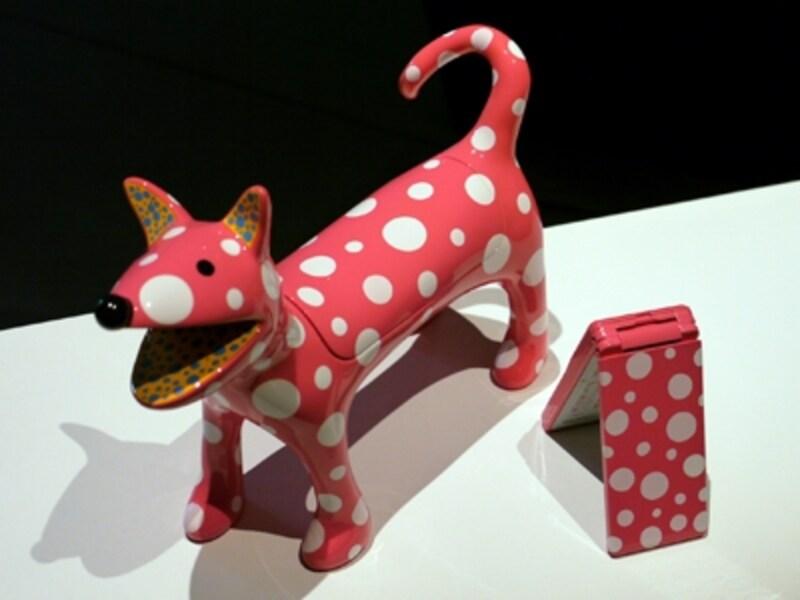 草間彌生モデル。「私の犬のリンリン」は100台限定で100万円となっている