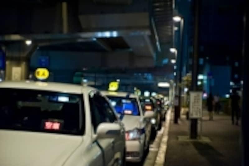 タクシーやバスであっても後部座席のシートベルト着用は義務なのです。