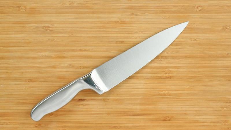 三徳包丁とは?その特徴や牛刀との違いをご紹介!人気ブランド6選も必見|ダマスカス製から高級品まで!研ぎ方もチェック