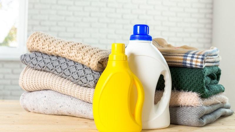 ウール製品を縮むことなく水洗い!おすすめ洗剤や頻度、洗濯表示の見方、失敗時の対処法も