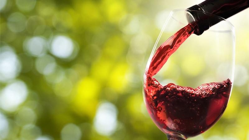 ポアラー、エアレーターとは?おすすめ6選と使い方|ワインや日本酒、カクテルにも!