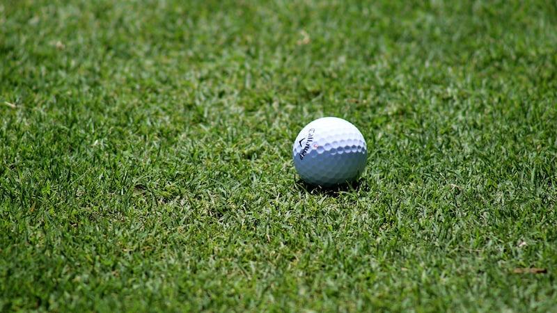 ゴルフボールのおすすめ人気ランキング15選|飛距離に高さも変わる!