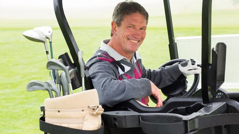 メンズのゴルフ用セーターおすすめ9選とおしゃれな着こなし