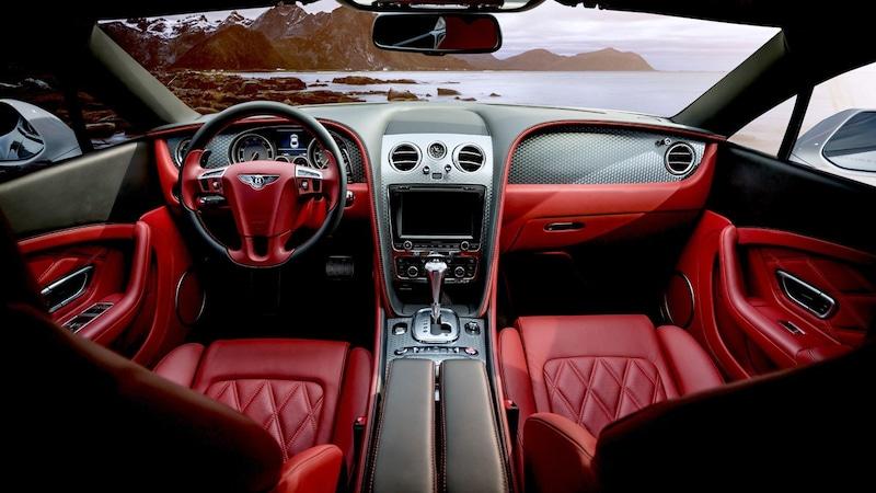 スポーツシートで快適なドライブを!長距離・腰痛持ちの方におすすめ