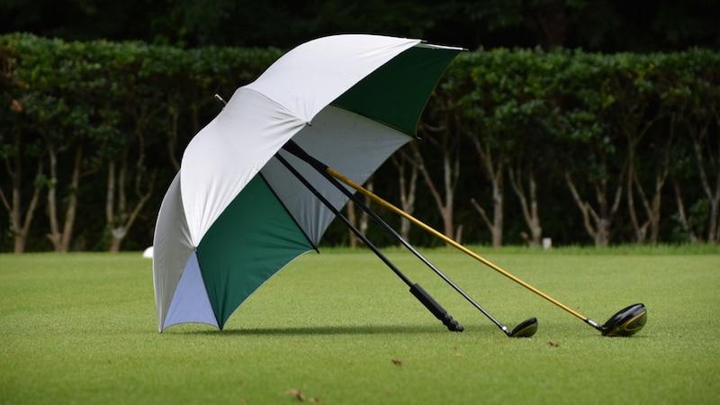 ゴルフ用傘おすすめ人気ランキング9選|UVカット・折り畳みタイプも!