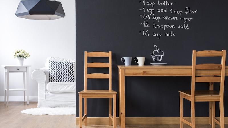 黒板塗装のDIY実例とおすすめ塗料|マグネット対応タイプも!