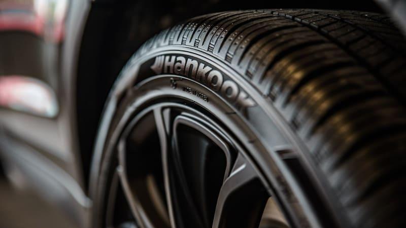 低燃費タイヤ(エコタイヤ)の特徴とおすすめ7選!静粛性や乗り心地も専門家が比較