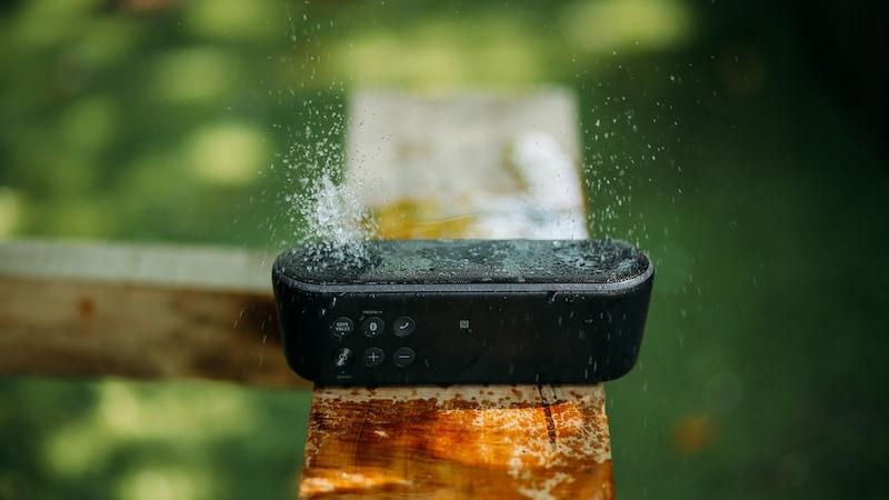 【お風呂でも】防水スピーカーおすすめランキング20選|高音質なものは?Bluetoothで快適に【iPhoneとも接続できる】
